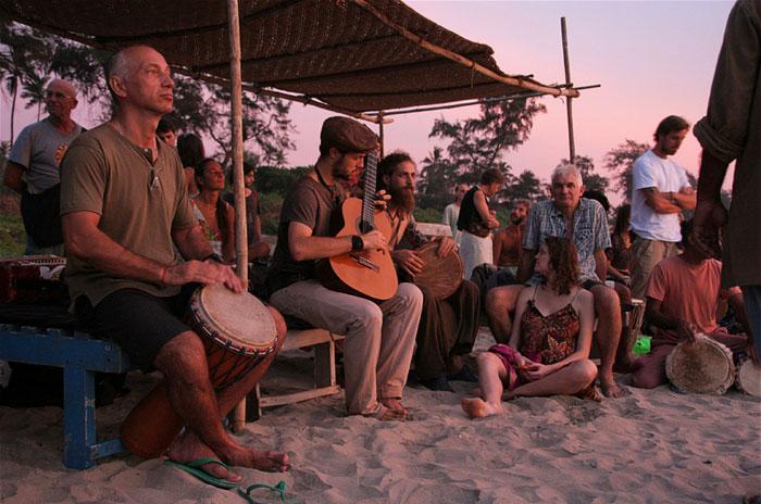 goa-party. backpacking india