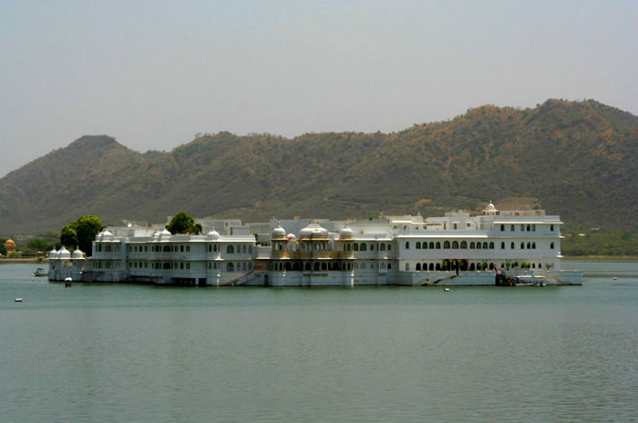 lake pichola udaipur india best places to visit in rajasthan