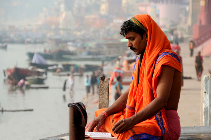 meditation-varanasi. backpacking india