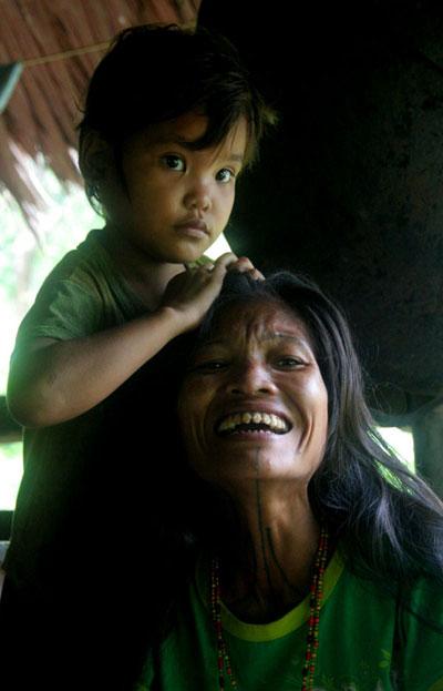 mentawai-woman-kid