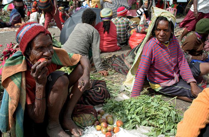 papua-market mochilero en Indonesia