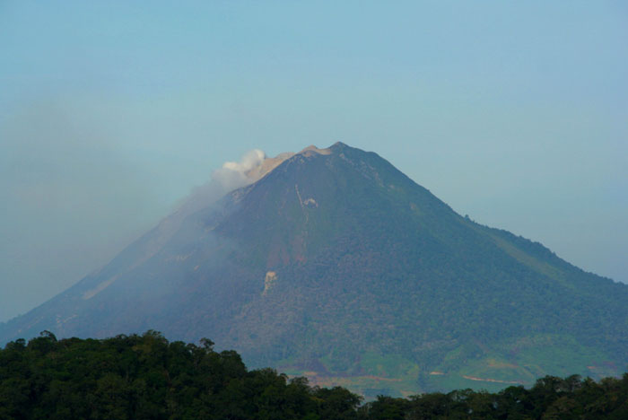 sinabung volcano why you should visit Sumatra