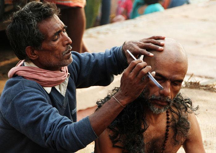varanasi-peluquero. asombrosas cosas que hacer en varanasi