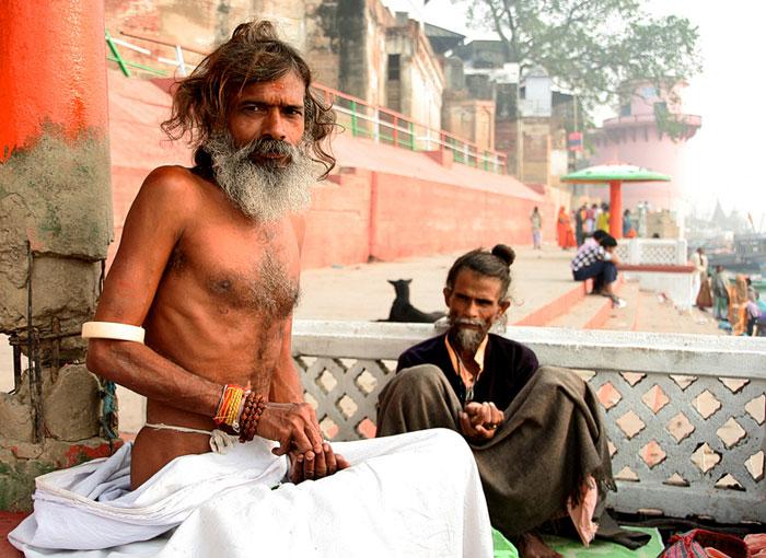 india sadhus fumando mota