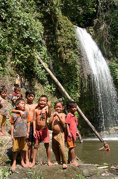 cascada trekking islas mentawai