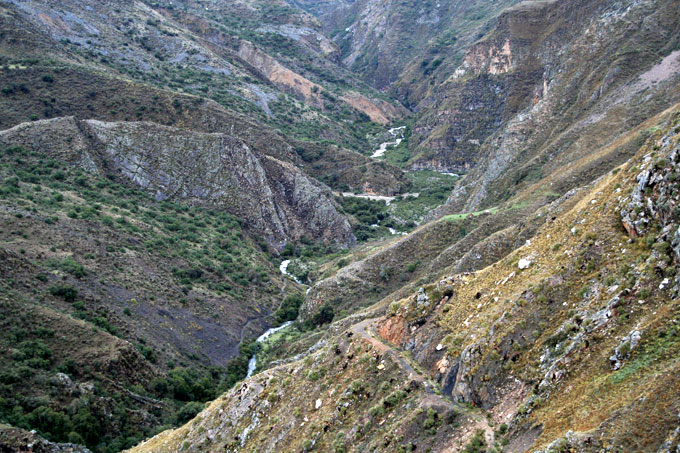 colca canyon backpacking in Peru. travel guide