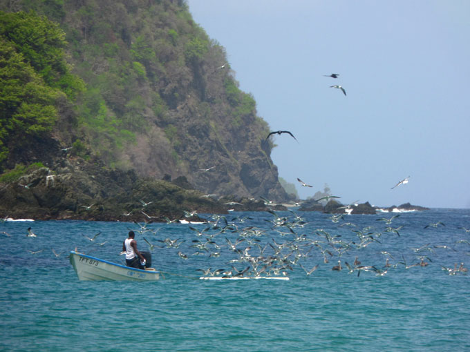 Pescadores en Castara mochilero por trinidad y tobago