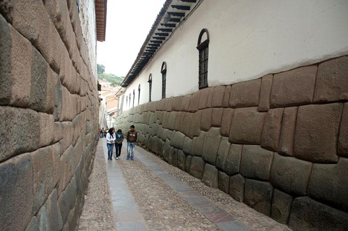 cusco streets backpacking in Peru. travel guide