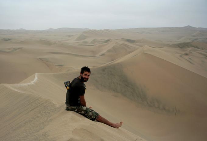 desert huacachina backpacking in Peru. travel guide