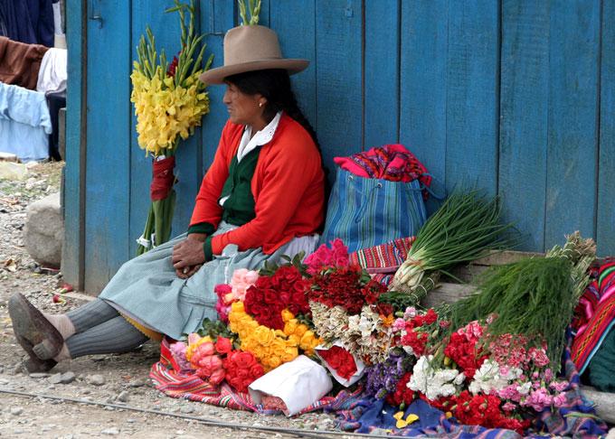 market huaraz backpacking in Peru. travel guide