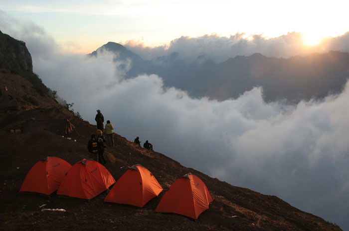 camping sunset mount rinjani trek lombok indonesia