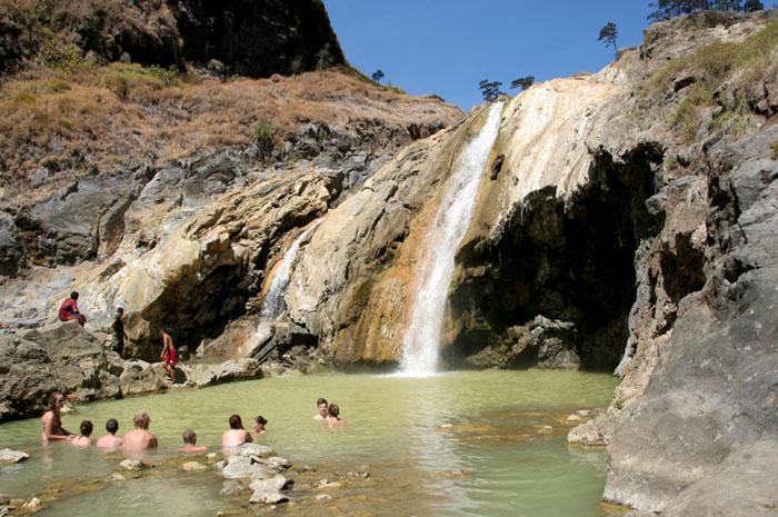 hot springs mount rinjani trek lombok indonesia