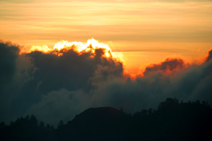 sunrise mount rinjani trek lombok indonesia