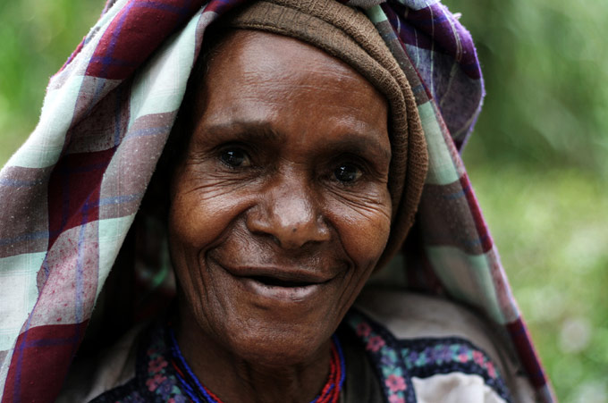 papua people woman Hiking the Baliem Valley on a budget