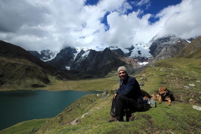 laguna carhuacocha trekking al circuito Huayhuash sin guías