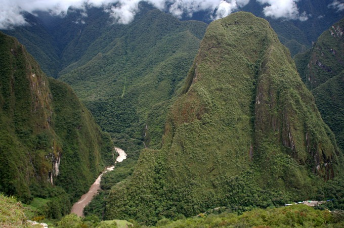 peru mountains how to get to machu picchu on a budget