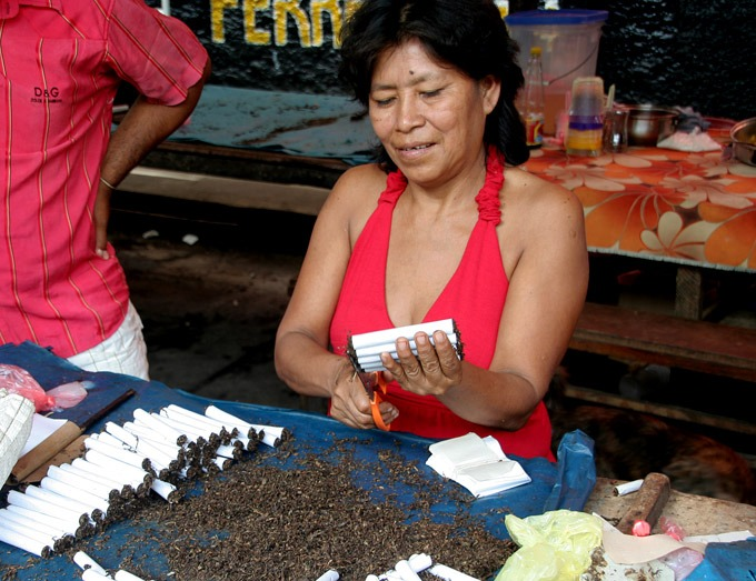 belen market tobacco Peruvian Amazon. How to get to Iquitos