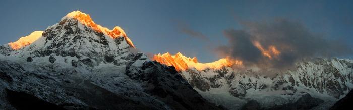 trekking al campo base del annapurna amanecer