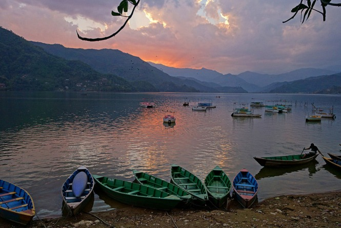 Lago Phewa de Pokhara. photo by Allie_Caulfield. flickr
