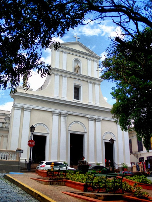 things to do in san juan catedral
