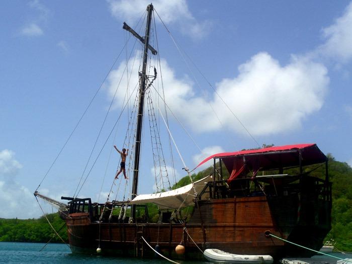 viví en un viejo barco pirata martinique mochilero por el Caribe