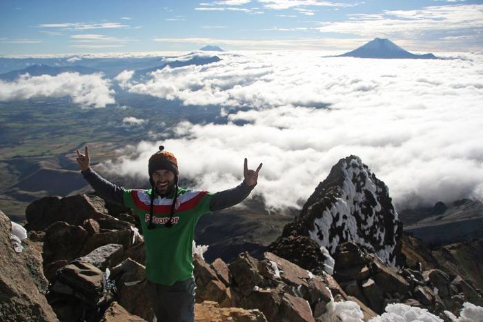 ecuador trekking climbing the iliniza norte