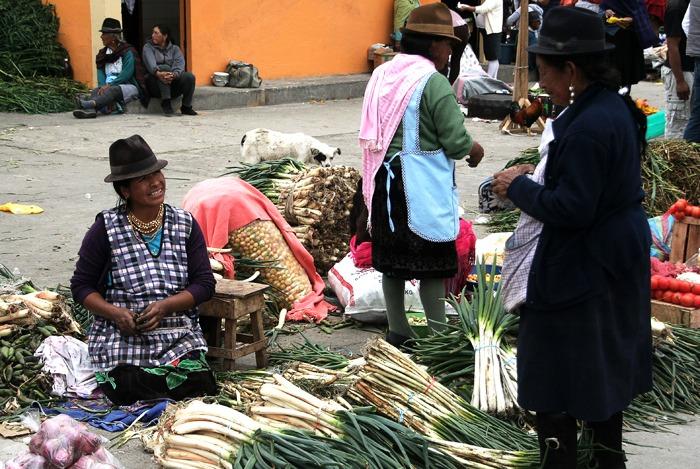 trekking al quilotoa loop mercado saquisili
