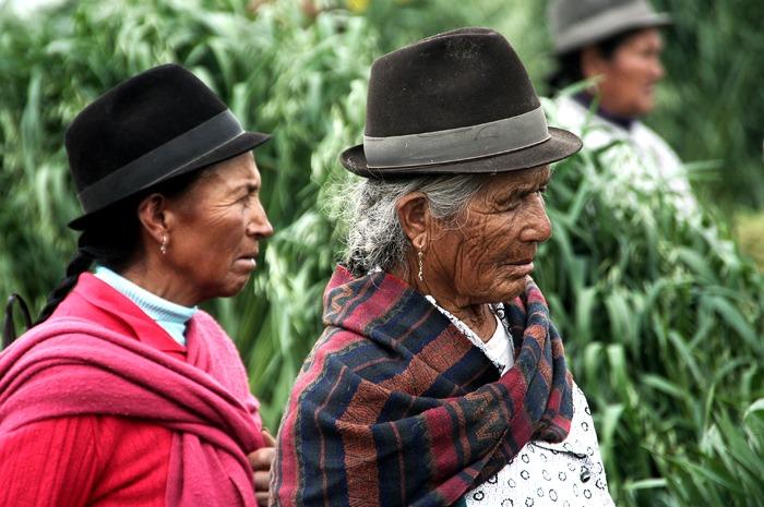 hiking the quilotoa loop saquisili market