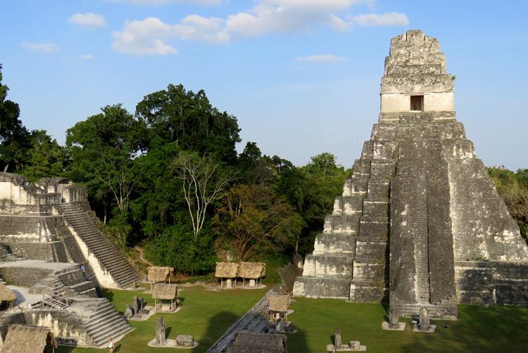 gran templo del jaguar tikal al atardecer