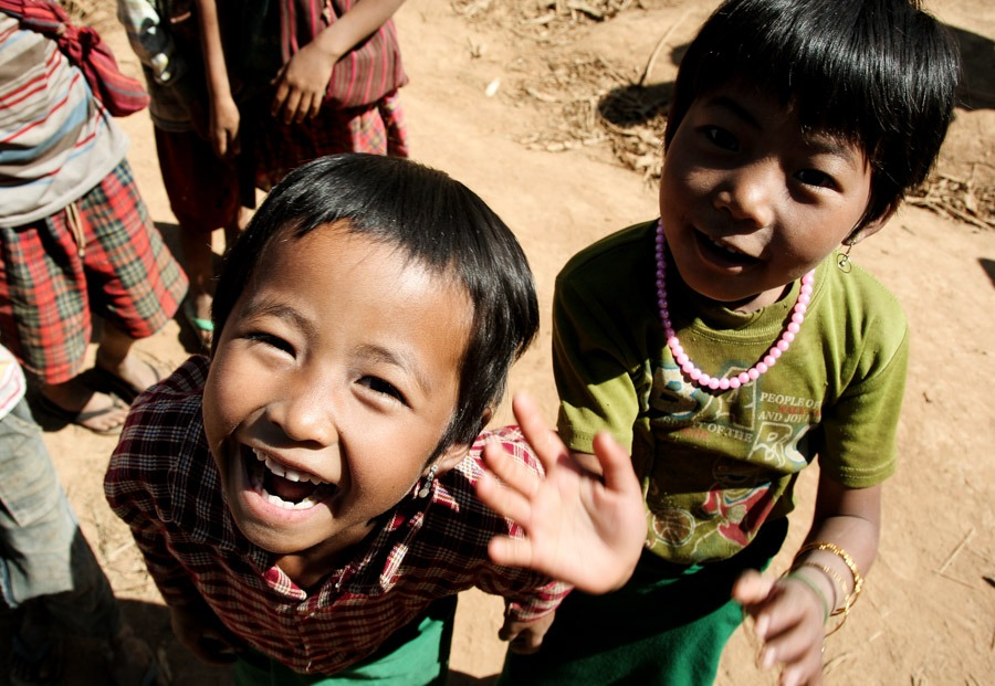 inle kids kalaw to inle lake trek