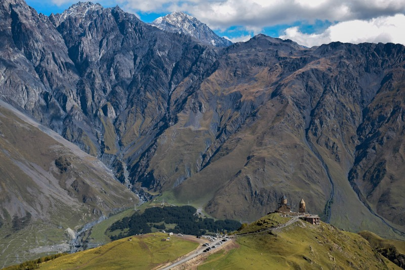 hike from kazbegi to gergeti church
